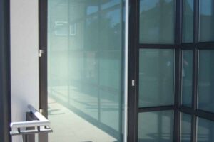 Aluminium commercial comar door