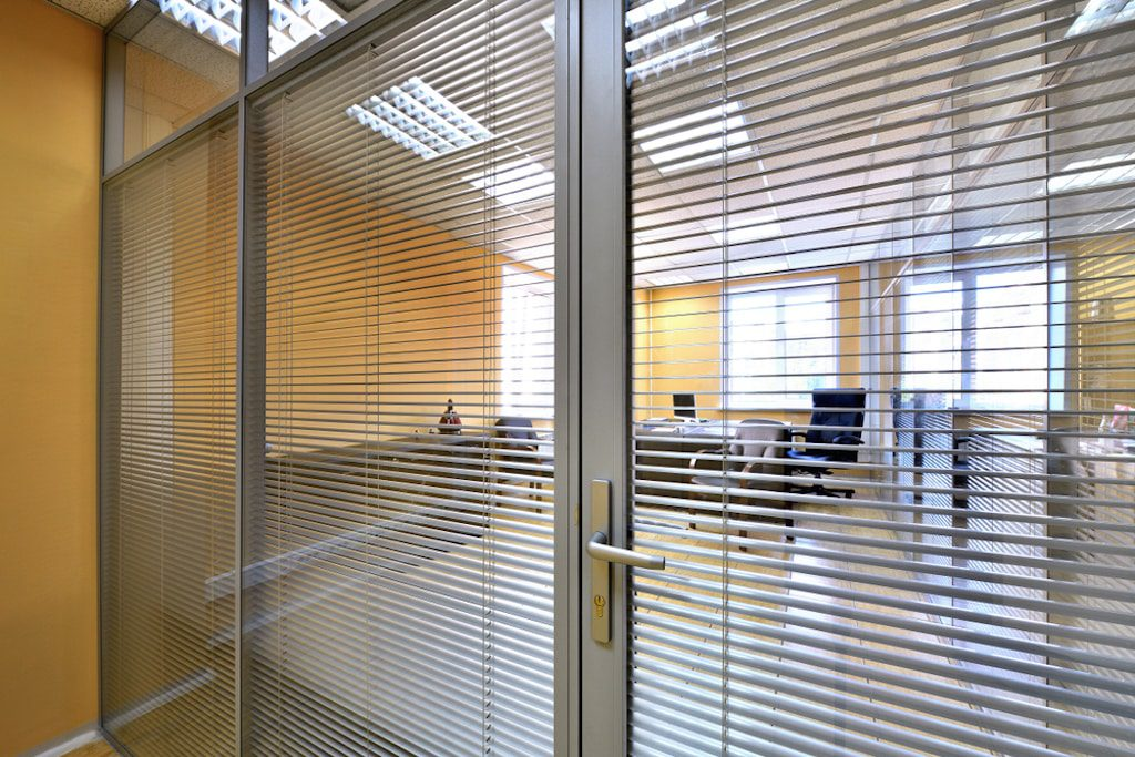 windows with built-in blinds